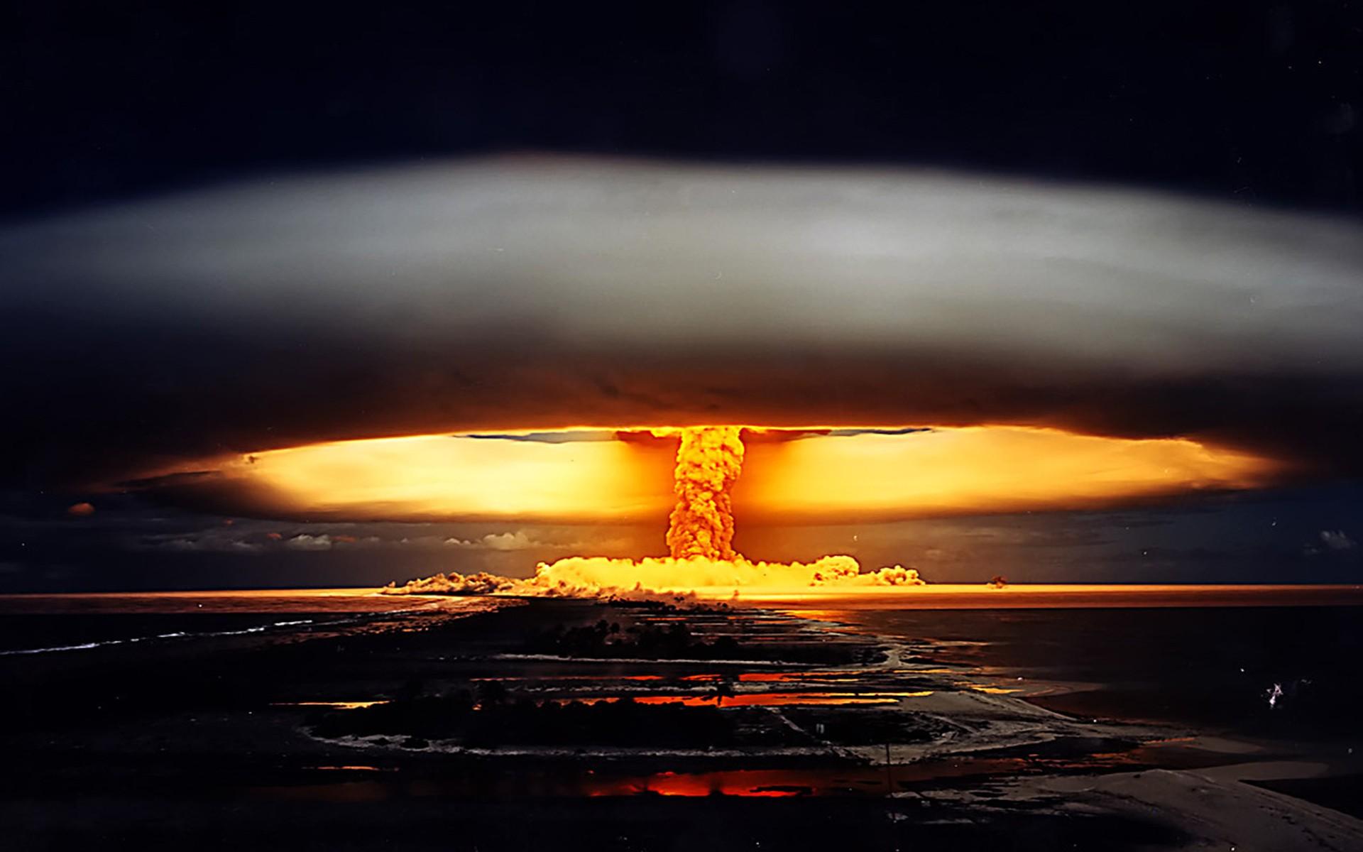 Выпуск 260. Жалобная книга и ядерный удар